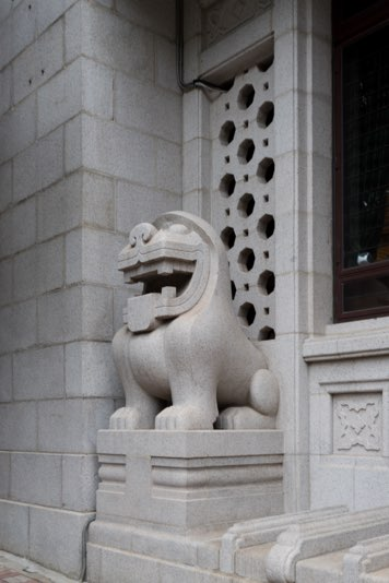 Rodolfo Nolli's Art Deco lion at the Bank of China Building in Hong Kong
